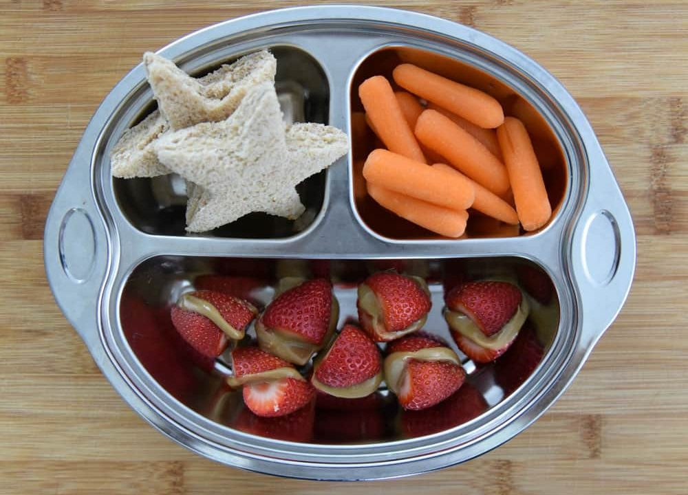 Star-Hummus-Strawberry-SunButter-Bites-Baby-Carrots-Lunch